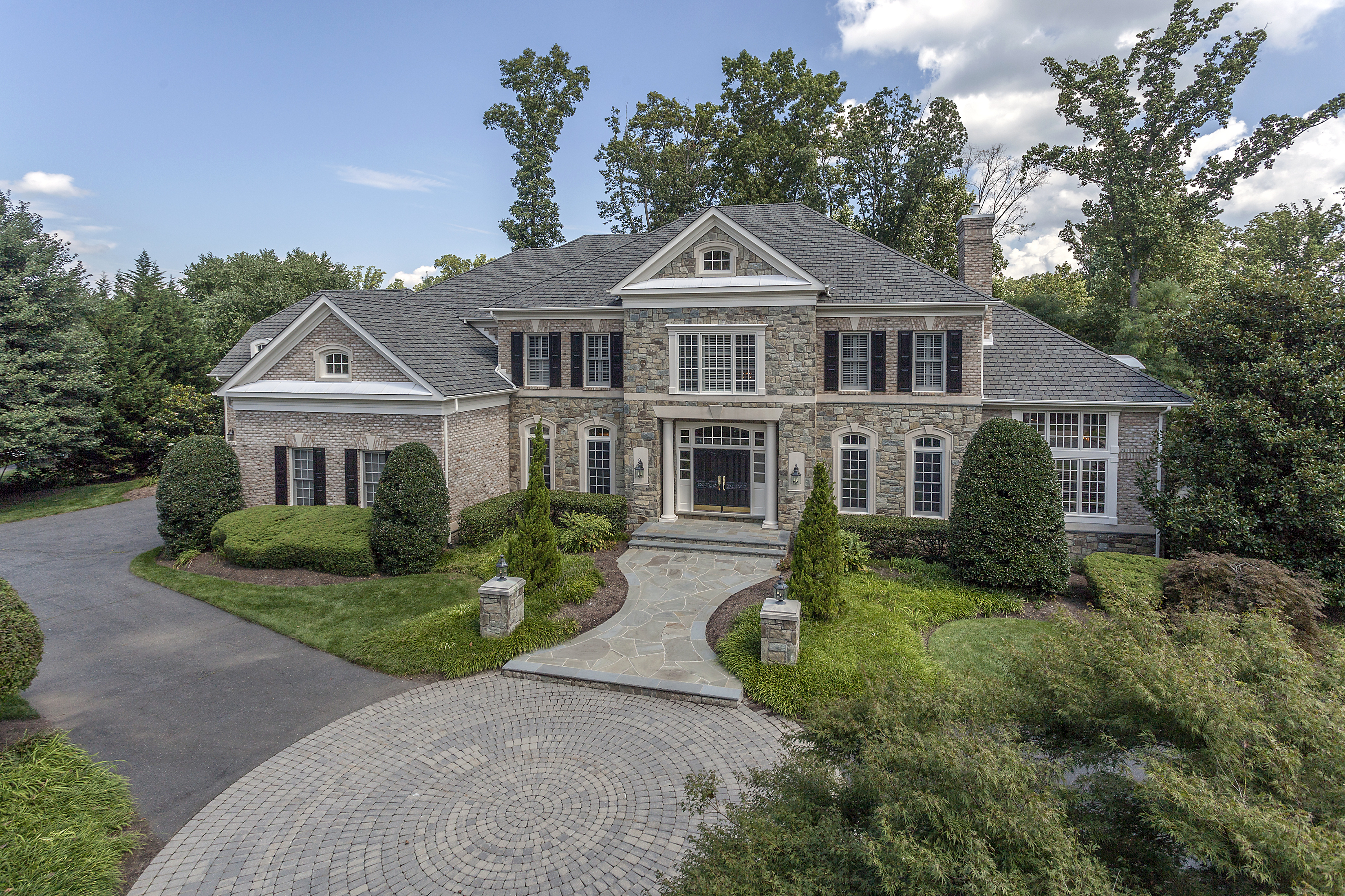 Luxury homes mclean va reserve real estate news for Builders in va